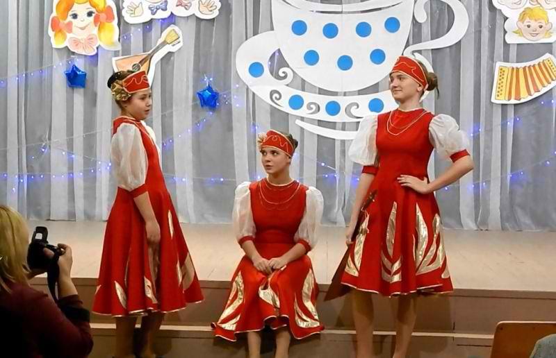 Сценарий сценки три девицы под окном 79
